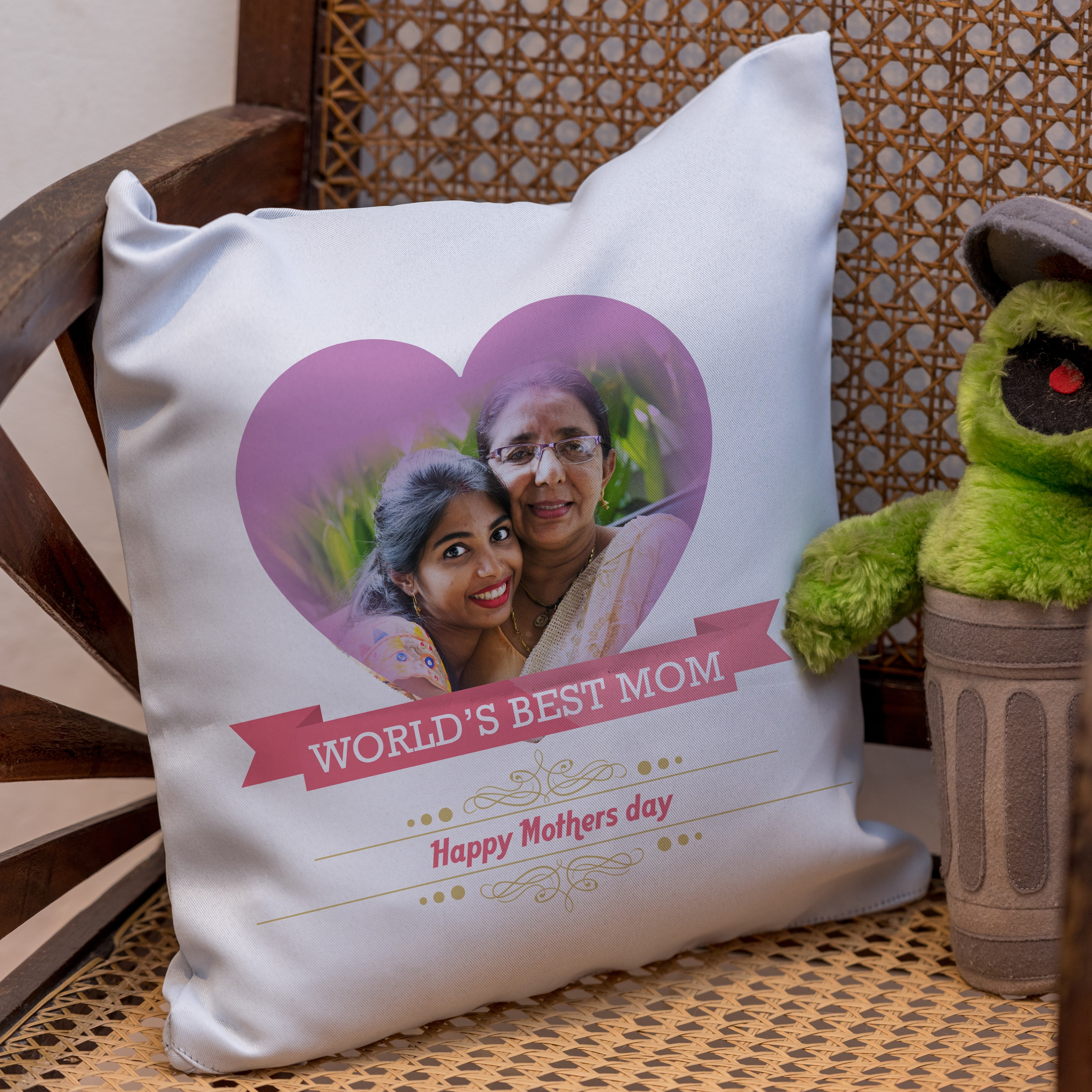 World's Best Mom Cushion Cover